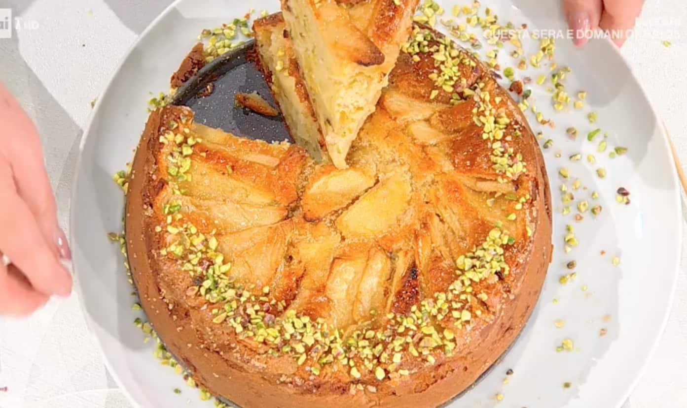 Torta di mele con mascarpone e pistacchi, la ricetta di Zia Cri