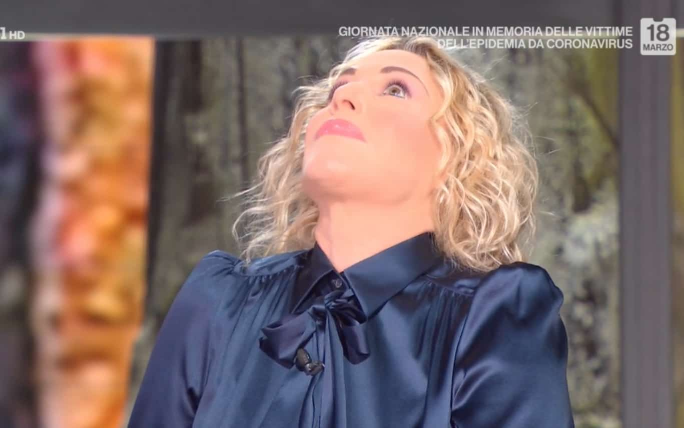 Antonella Clerici non regge l'emozione ricordando le vittime del Covid (Foto)