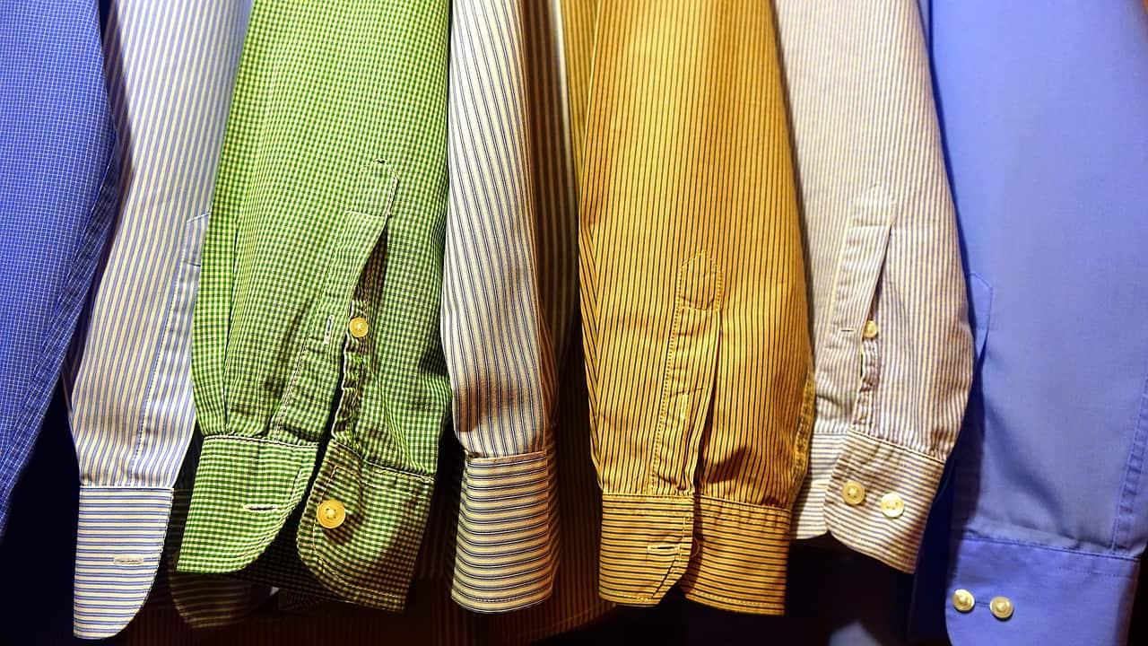 Cosa dovrebbe avere ogni uomo alla moda nel suo guardaroba?