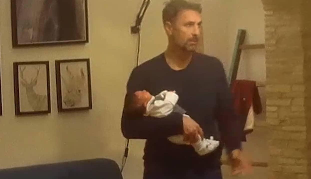 Raoul Bova diventa nonno, non è un film ma uno scherzo delle Iene (Video)