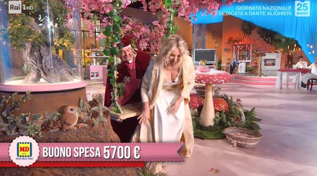 Antonella Clerici diventa Beatrice ma cade dall'altalena di E' sempre mezzogiorno (Foto)