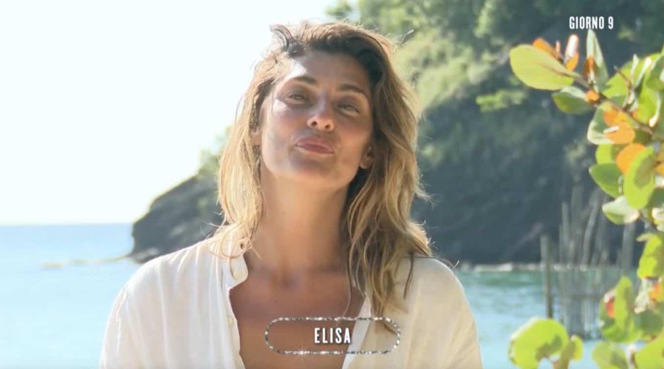 Elisa Isoardi chef dell'Isola dei famosi riscuote successo col riso al granchio (Foto)