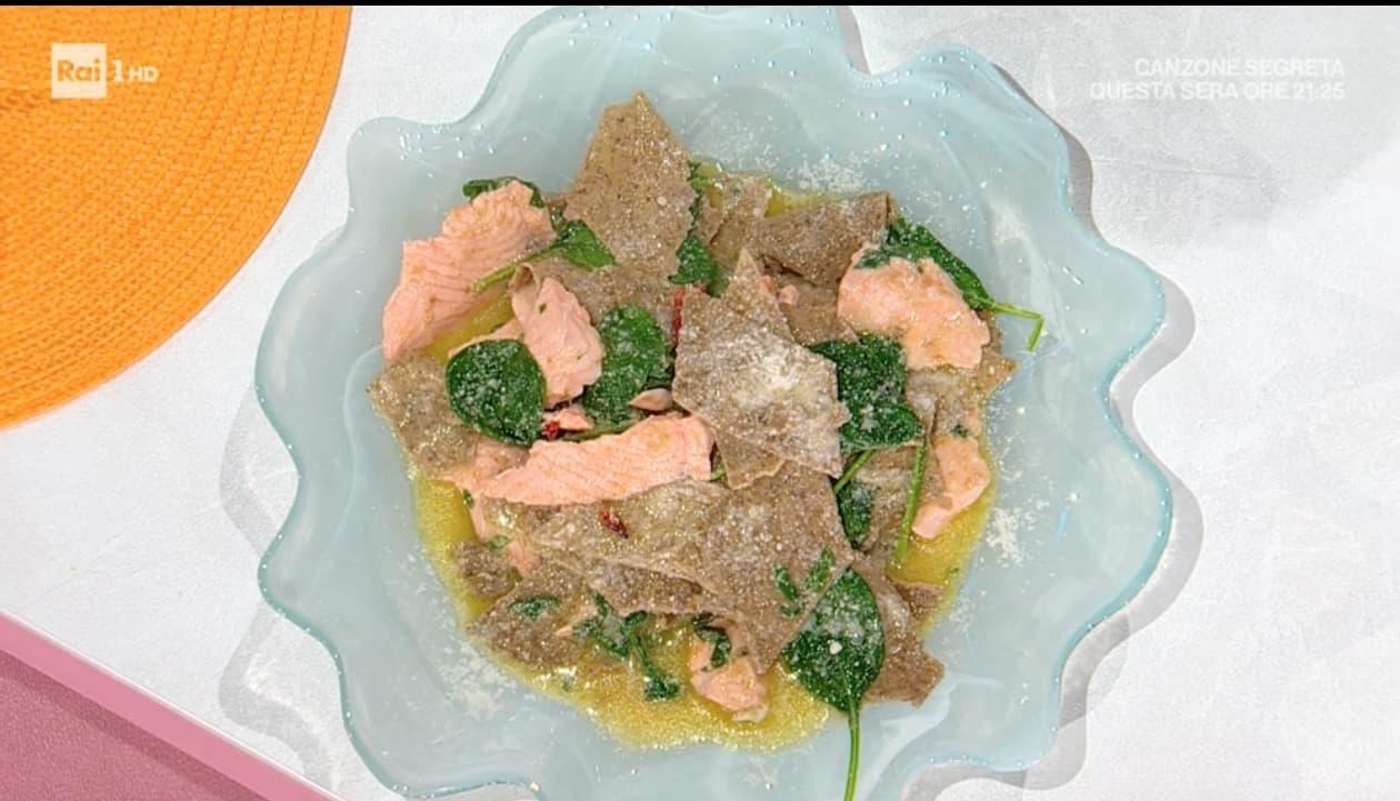 Maltagliati col salmone, variazione di salmone è la ricetta di Mauro Improta