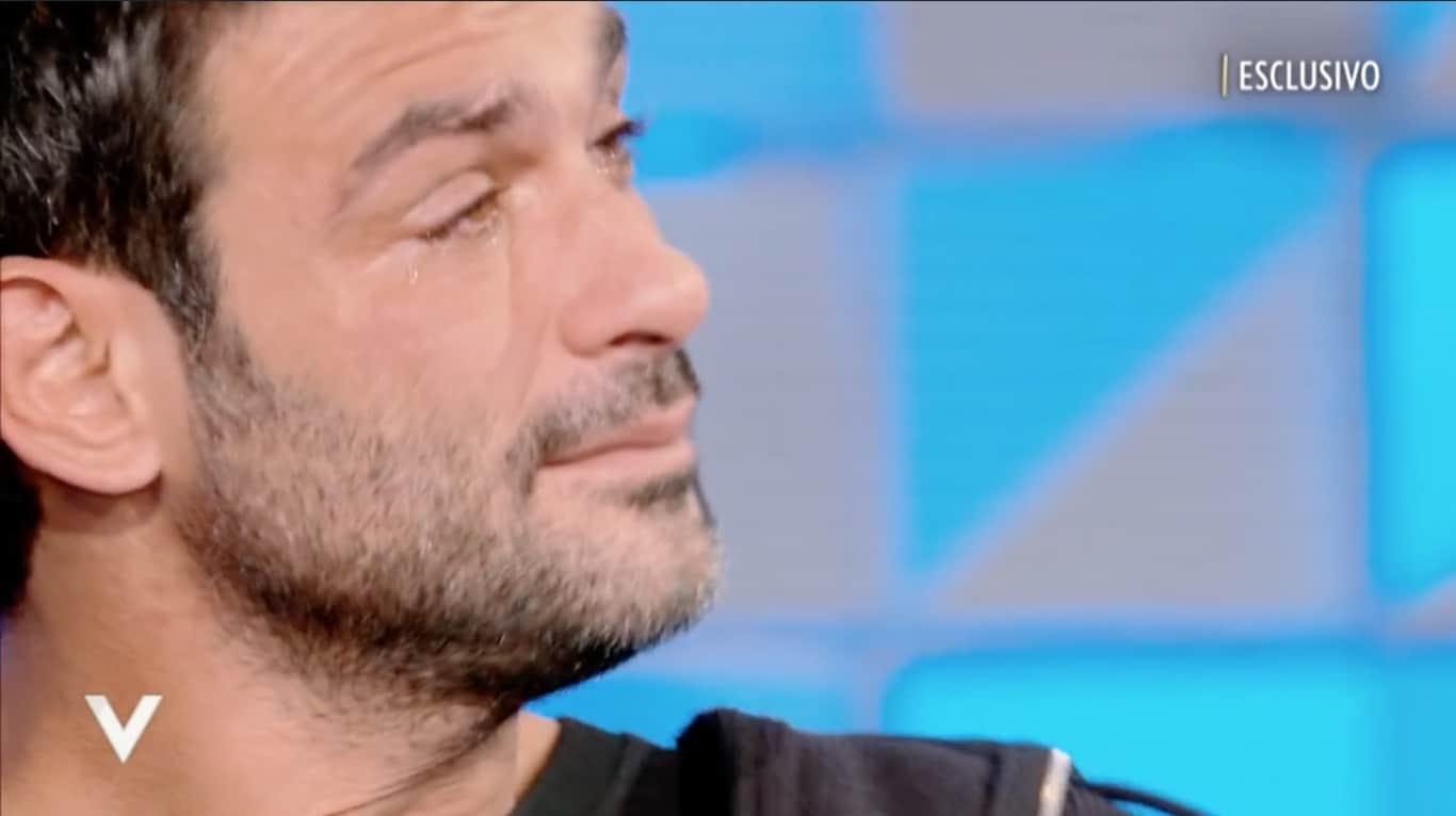 Francesco Arca si scioglie in lacrime per la lettera di Irene