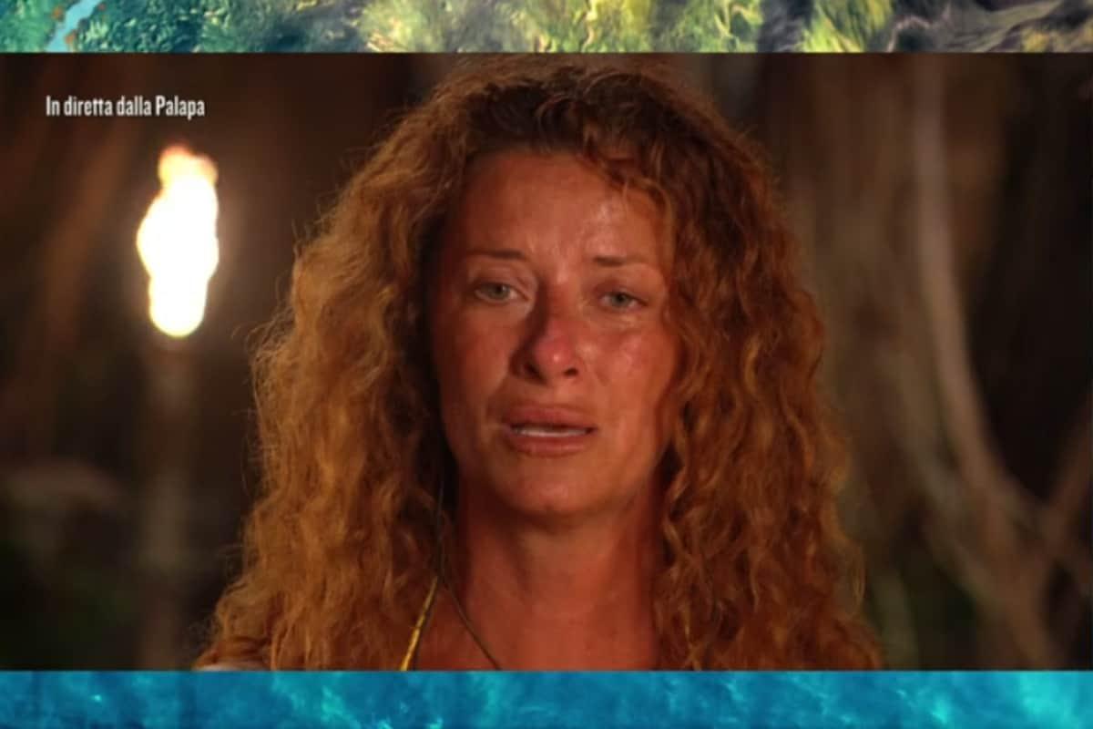 L'Isola dei Famosi 2021: Valentina Persia show fra imitazioni e crisi di pianto