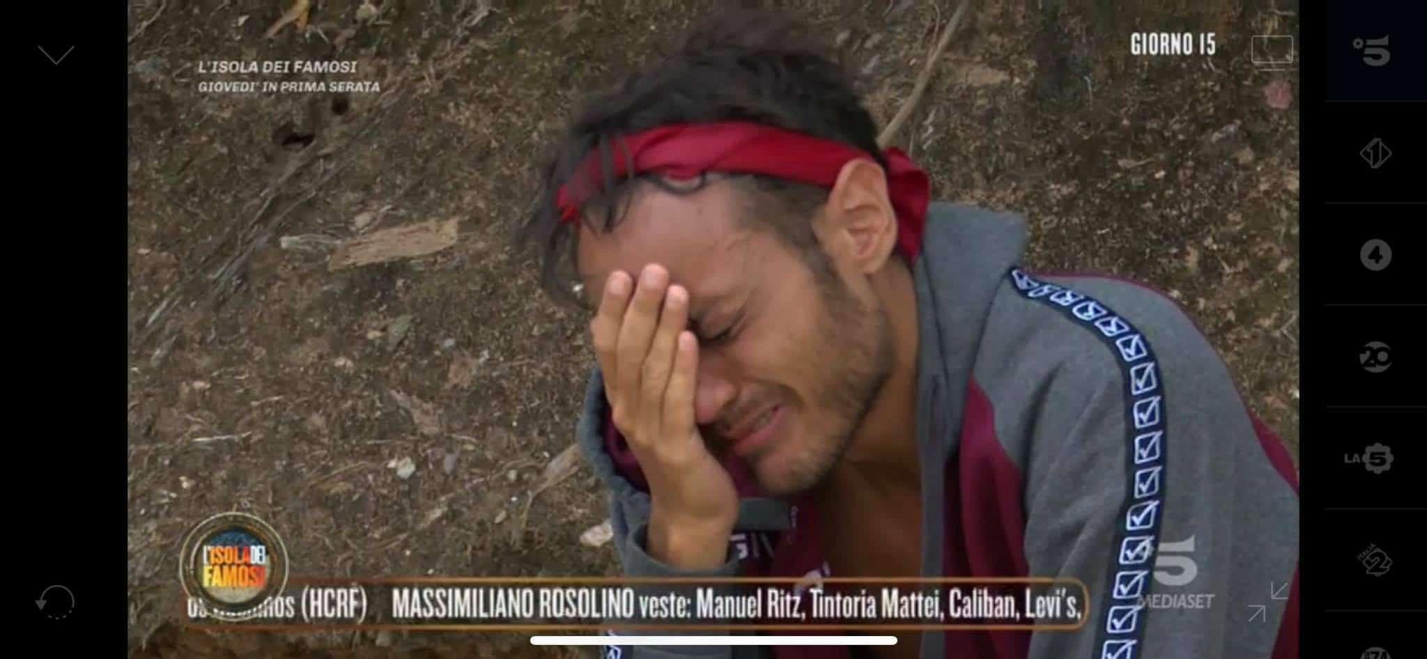 Awed crolla in lacrime dopo la diretta dell'Isola: per Daniela Martani può stare da solo
