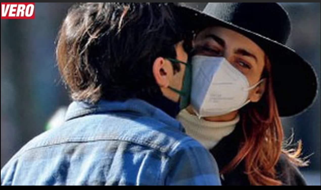 Miriam Leone beccata con il fidanzato durante una passeggiata (Foto)
