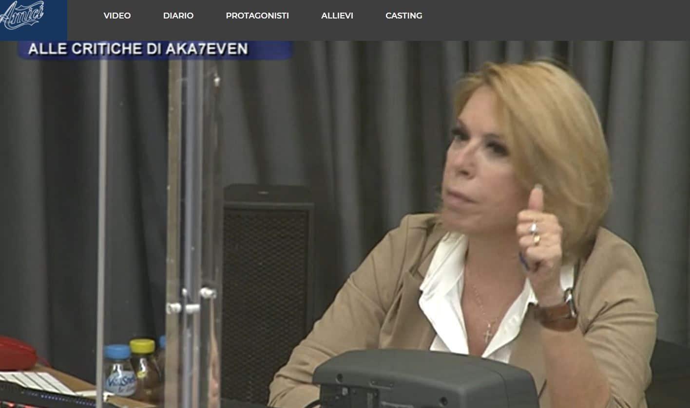 """Strigliata per Aka7even ad Amici 20, Anna Pettinelli furiosa: """"Sei ciuccio e presuntuoso"""""""