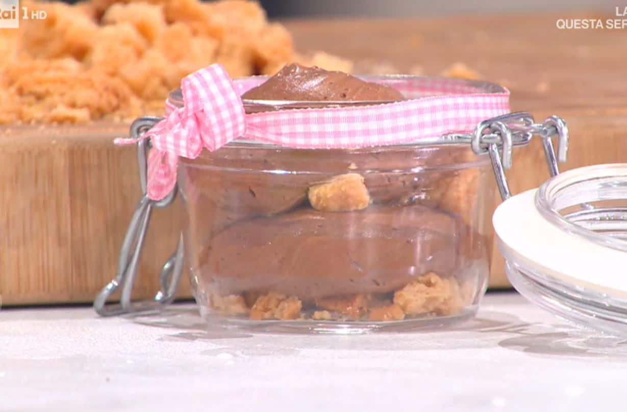 Barattolini di mousse al cioccolato di Francesca Marsetti: ricetta per Pasquetta