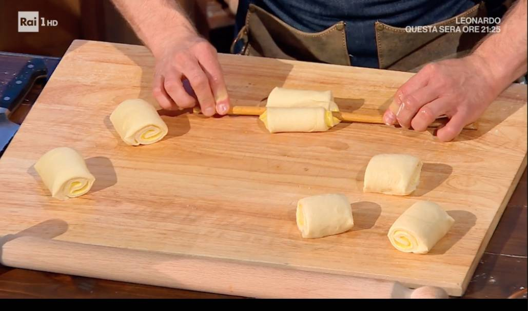 Fiori di brioche con crema è la dolce ricetta di Fulvio Marino