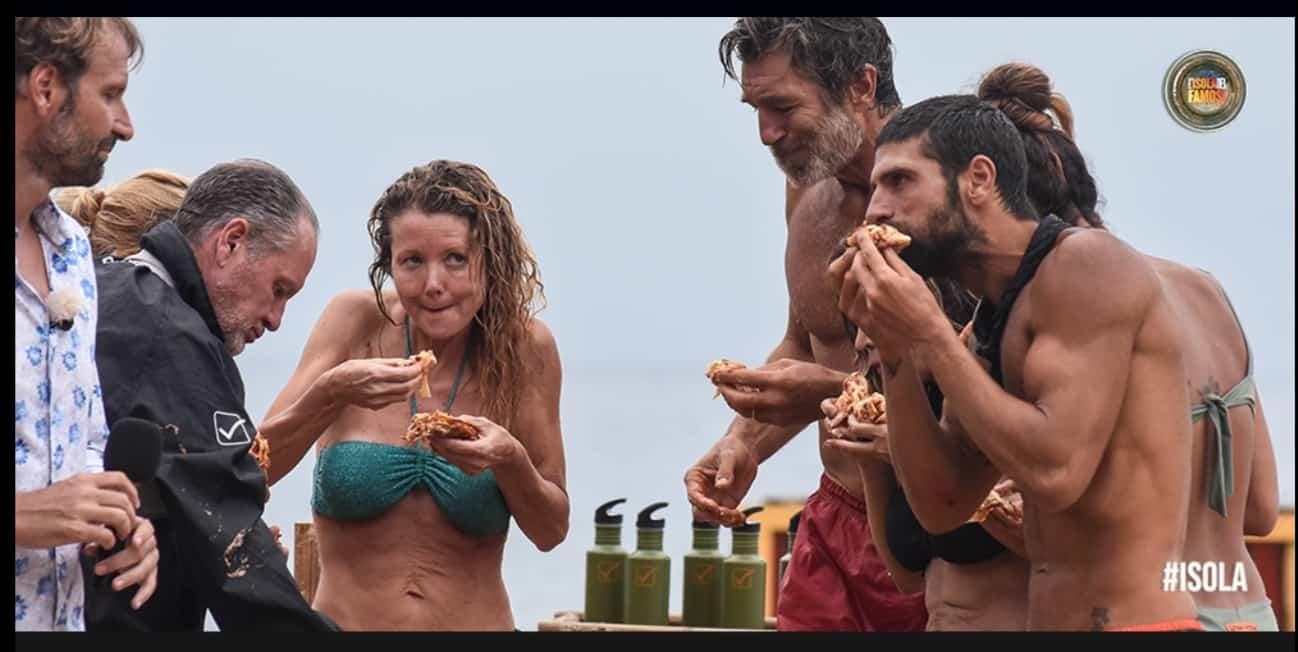 Elisa Isoardi e Angela Melillo incastrate da un video, regole infrante sull'Isola dei famosi