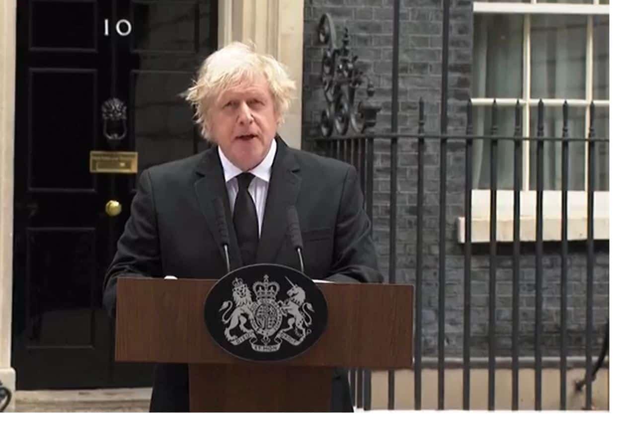 Il cordoglio del Regno Unito per la morte del principe Filippo: le parole di Johnson