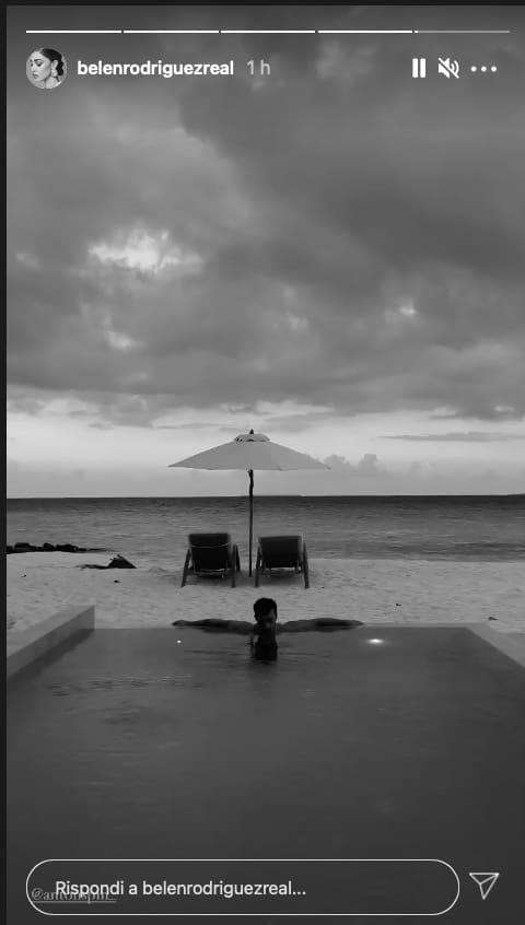 Belen atterra alle Maldive con Antonino, polemiche per il viaggio da sogno (Foto)