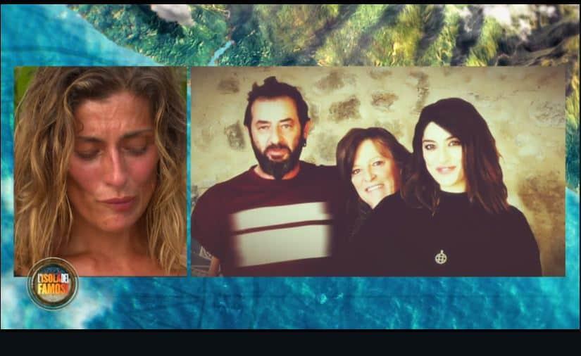 """Elisa Isoardi in lacrime per suo fratello: """"Vive come un eremita senza gas e tv"""""""