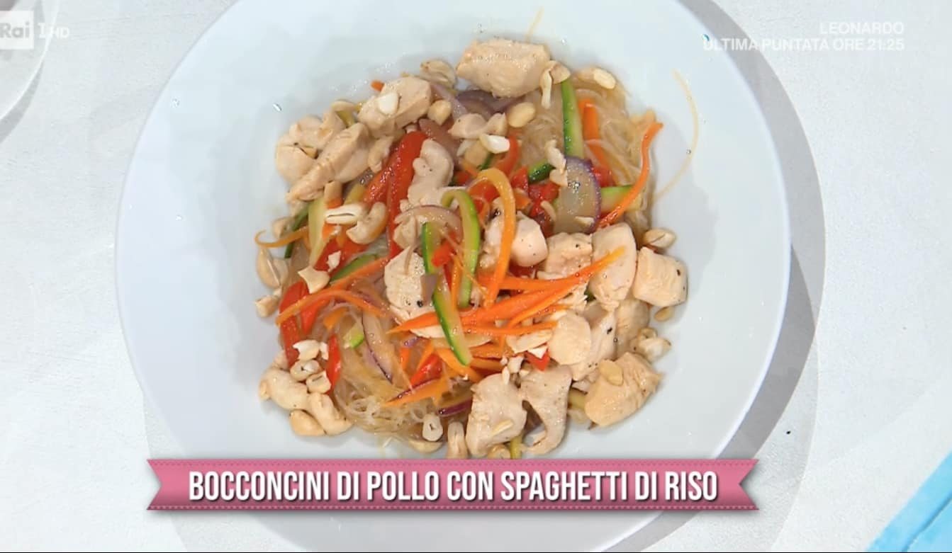 Bocconcini di pollo con spaghetti di riso, la ricetta di Francesca Marsetti