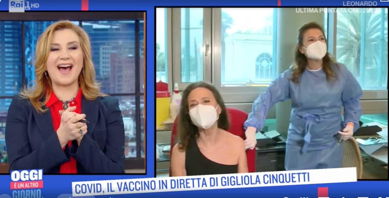 Gigliola Cinquetti si vaccina in diretta con Astrazeneca per Oggi è un altro giorno