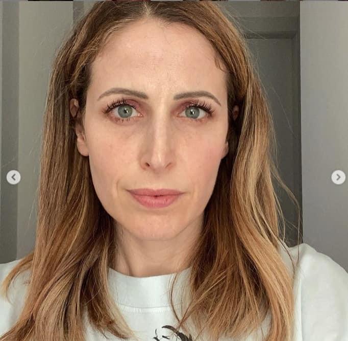 Clio Make Up preoccupata per l'utilizzo dei filtri mostra la realtà che è difficile notare (Foto)
