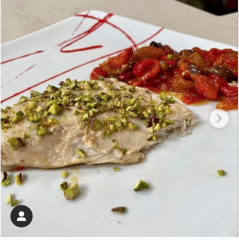 Filetto di ricciola ai peperoni, la ricetta con granella di pistacchio