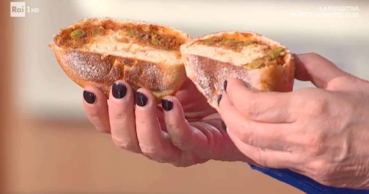 Ravazzate siciliane di Fulvio Marino, la ricetta dei panini con ragù di piselli