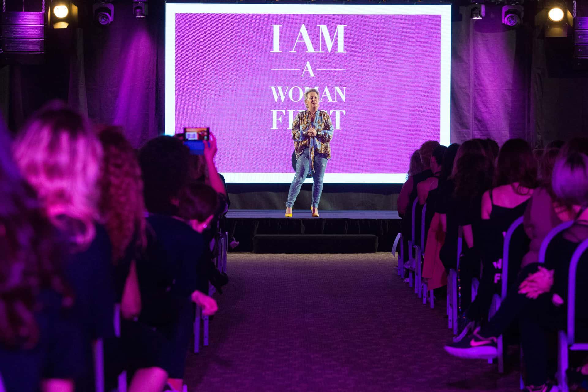 Carolyn Smith e il motto I'm a woman first: la Sensual Dance Fit per mettersi al primo posto