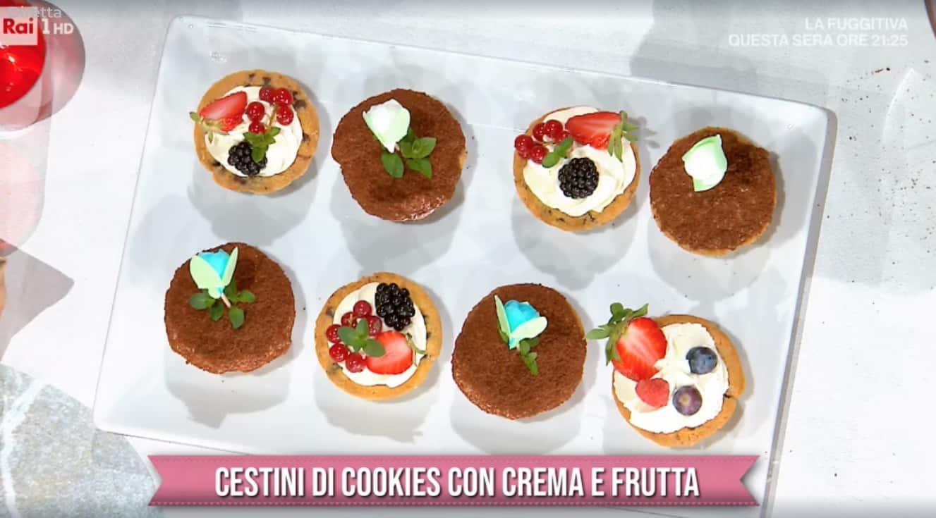 Cestini di cookies con crema e frutta, la ricetta di Sara Brancaccio