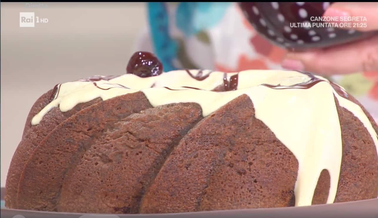 Bundt cake cioccolato bianco e amarene, la ricetta di Zia Cri