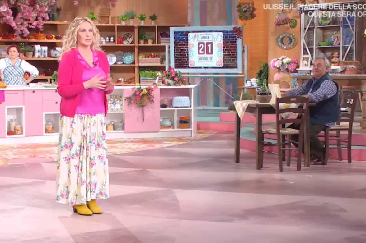 Che look oggi Antonella Clerici! E' la più allegra in tv (Foto)