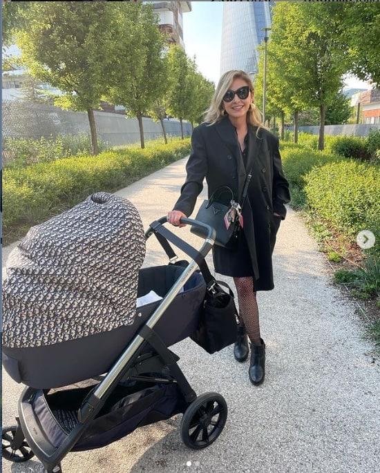 Chiara Ferragni, la prima passeggiata di Vittoria con nonna Marina per festeggiare (Foto)