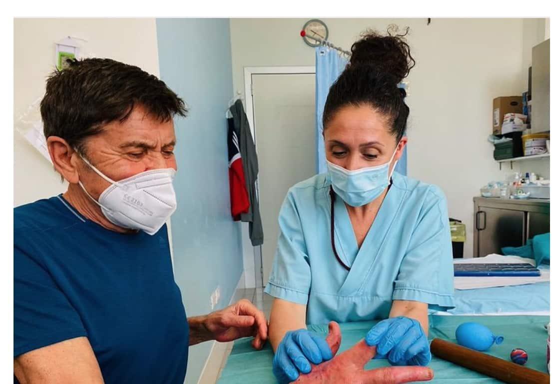 """Gianni Morandi: """"La mano è quasi priva di mobilità"""" il percorso è ancora lungo (Foto)"""