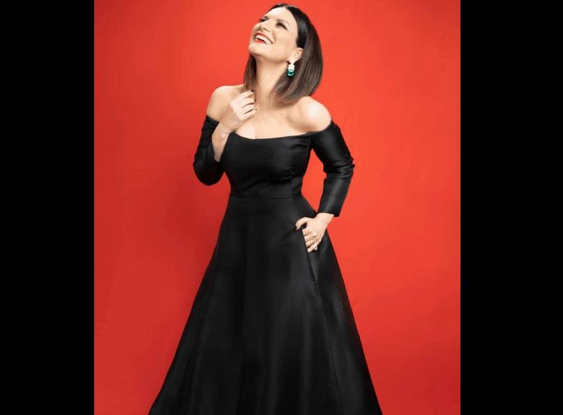 Niente Oscar per Laura Pausini ma un look vincente