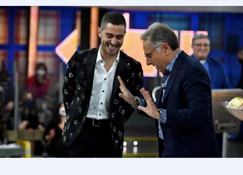 Il 14% di share per Canale 5 e Rai 1 alla domenica: ascolti in calo per Bonolis e fiction