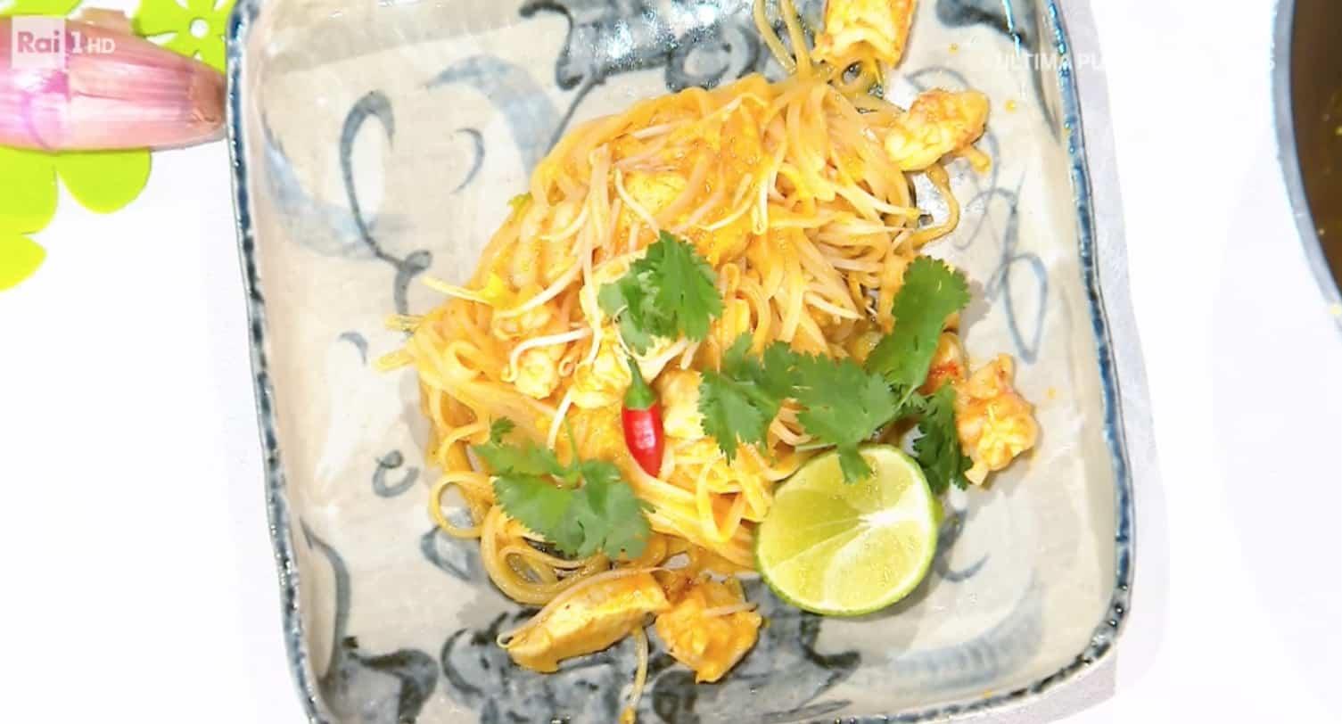 Pad thai con gamberi e pollo, la ricetta di Francesca Marsetti