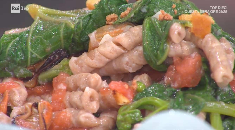 Busiate con tenerumi, cozze e bottarga: ricetta di Fabio Potenzano