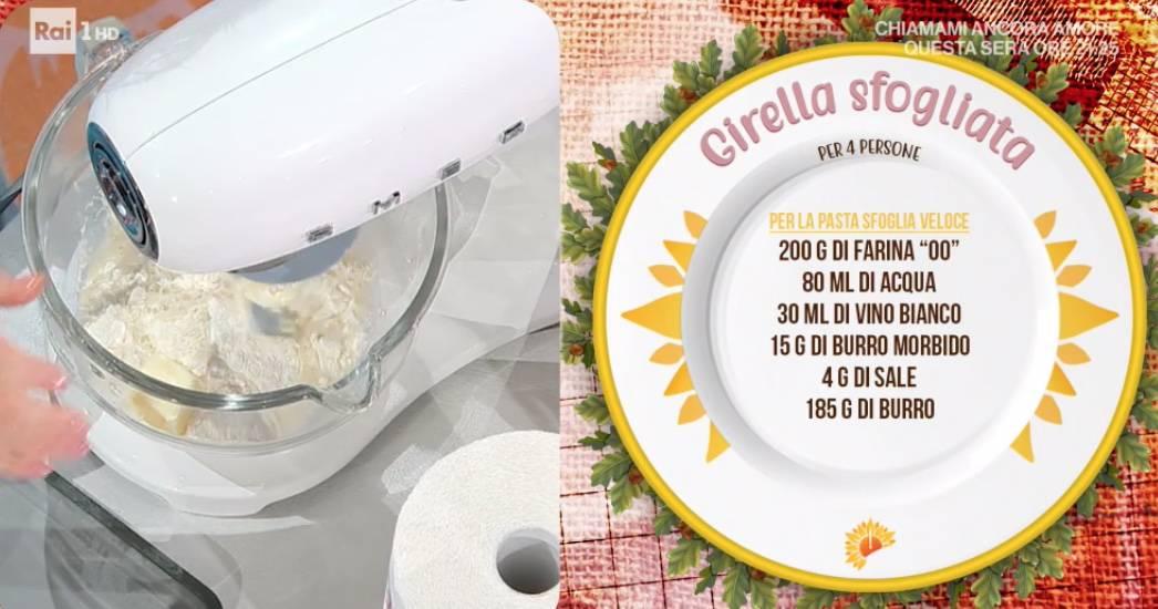 Girella sfogliata salata con prosciutto, formaggio e zucchine: ricetta di Zia Cri
