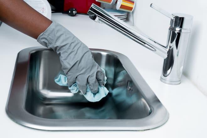 pulire silicone annerito nel bagno
