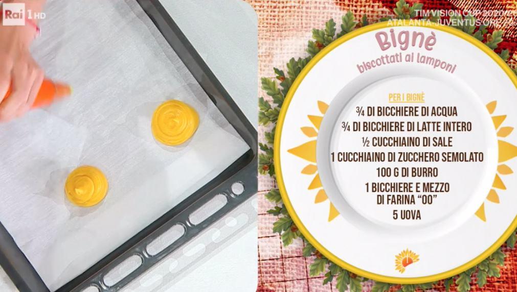 Bignè biscottati ai lamponi, la ricetta di Sara Brancaccio