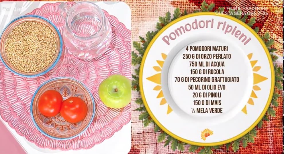 Marco Bianchi prepara i pomodori ripieni, la sua ultima ricetta E' sempre mezzogiorno