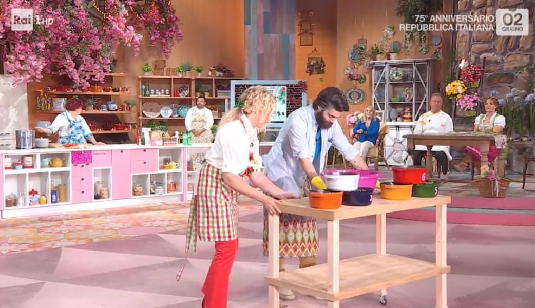 Antonella Clerici omaggia il tricolore col suo look in cucina (Foto)