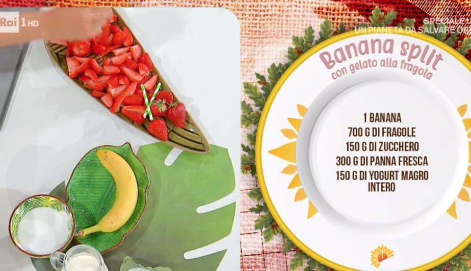 Banana split con gelato alla fragola, ricetta di Max Scotti