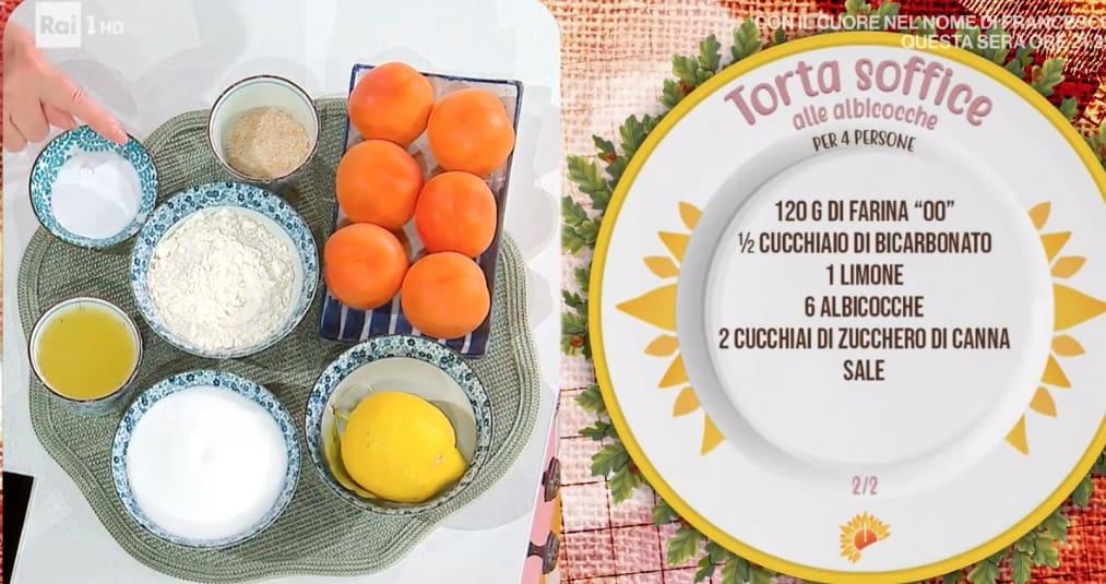 Torta soffice alle albicocche, la ricetta di Zia Cri