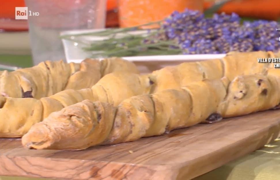 Fruste di pane alle olive, la ricetta di Fulvio Marino