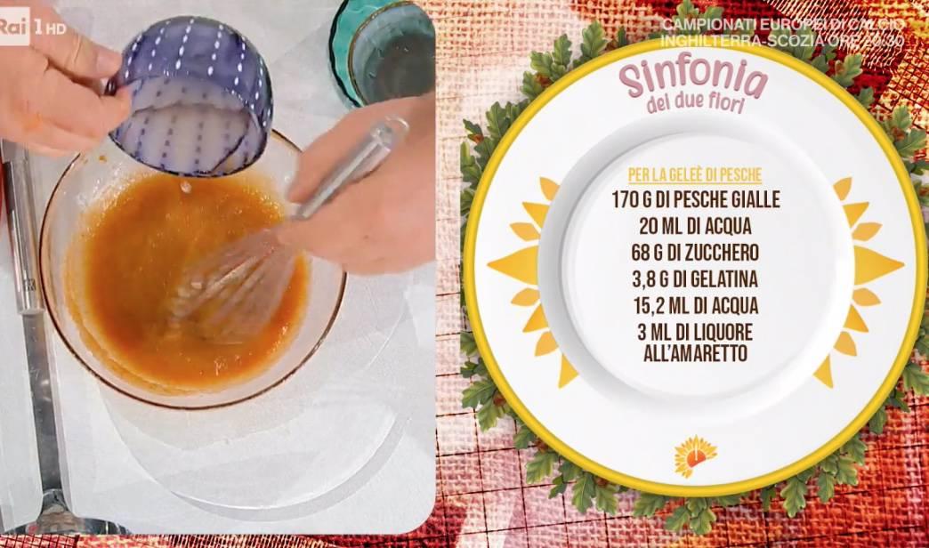 Ricette Sal De Riso: sinfonia dei due fiori, dolce freddo alle pesche