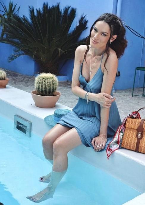 Paola Turani in vacanza indossa abiti perfetti col pancione (Foto)