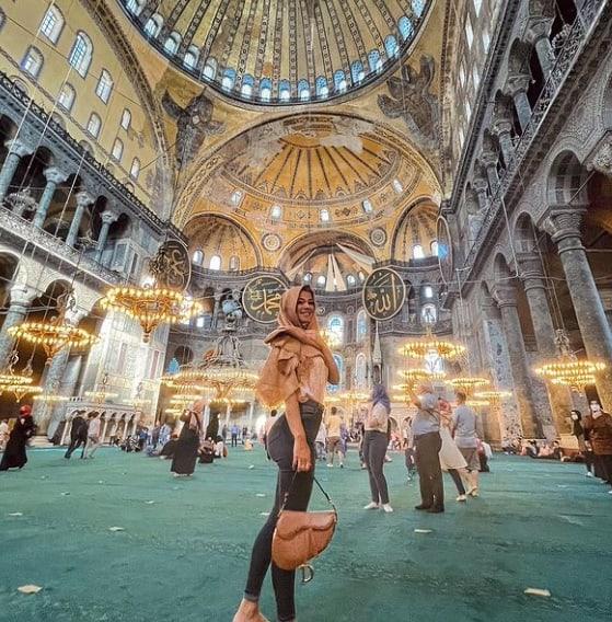 Diletta Leotta in Turchia con la suocera, la mamma di Can Yaman benedice l'unione (Foto)