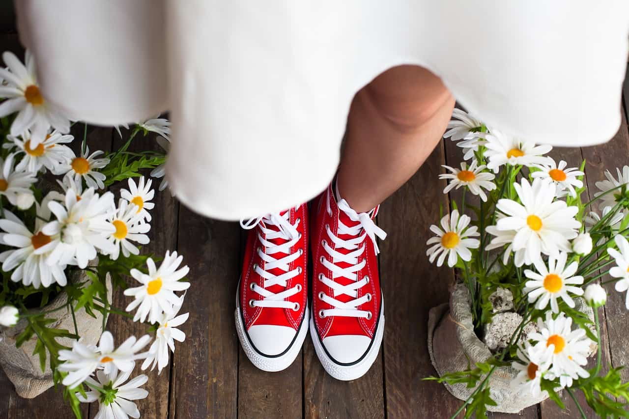 Sneakers da donna: come indossarle alla moda ogni giorno