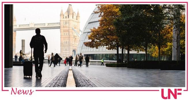 Covid a Londra: previsti 100mila contagi al giorno ma stop alle restrizioni