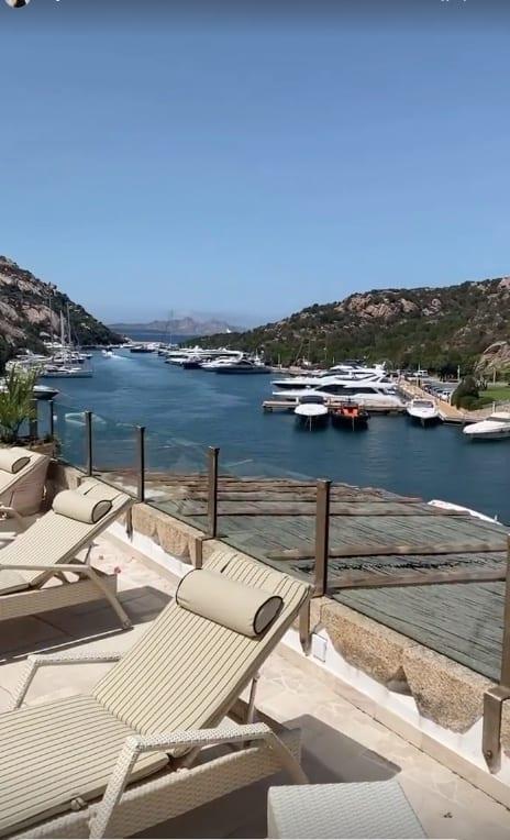 Ilary Blasi che vacanza in Sardegna mentre si filma in bikini nero (Foto)