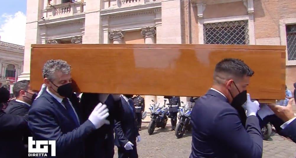 Il momento più doloroso: l'ultimo saluto a Raffaella Carrà (Foto)