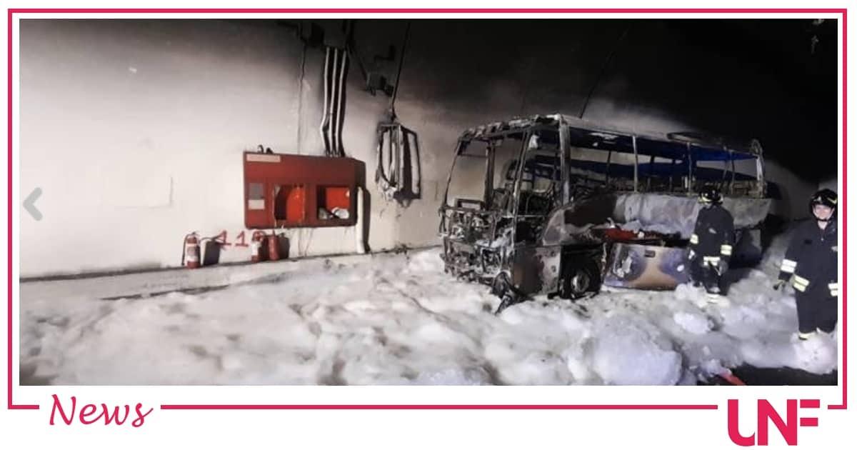Autobus prende fuoco a Lecco: salvati dall'autista i 25 bambini a bordo
