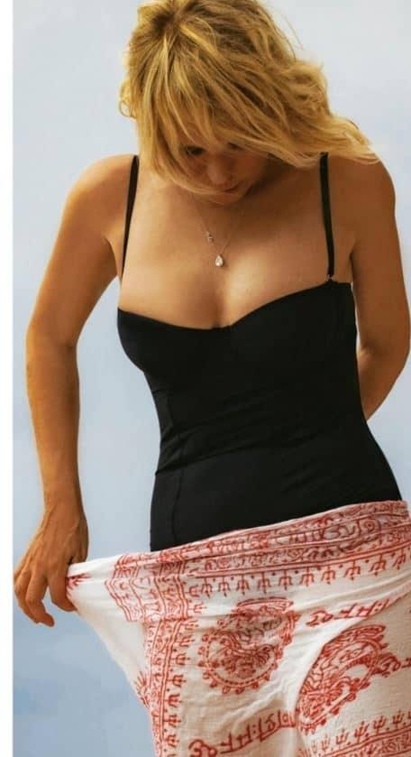 Per Maria de Filippi niente bikini ma costume intero per le foto su Chi (FOTO)